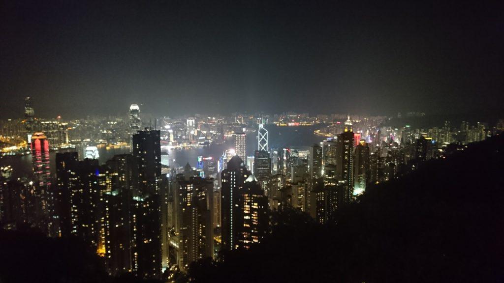 香港で素晴らしい夜景を見下ろせるリーズナブルなレストラン