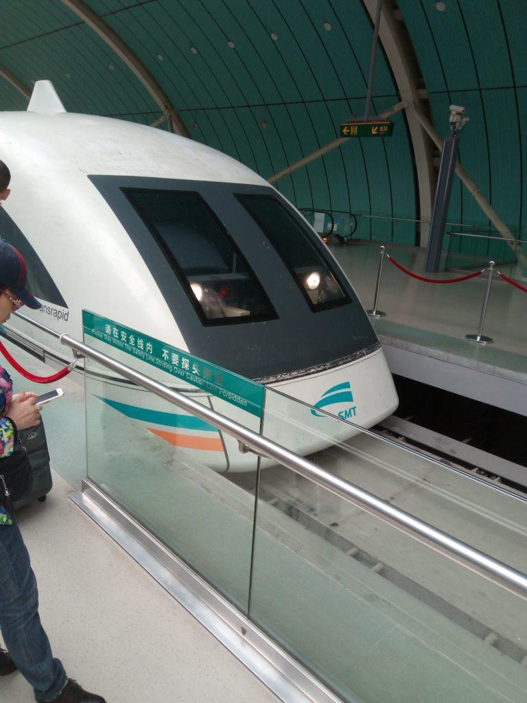 上海でリニアモーターカーに乗りました!