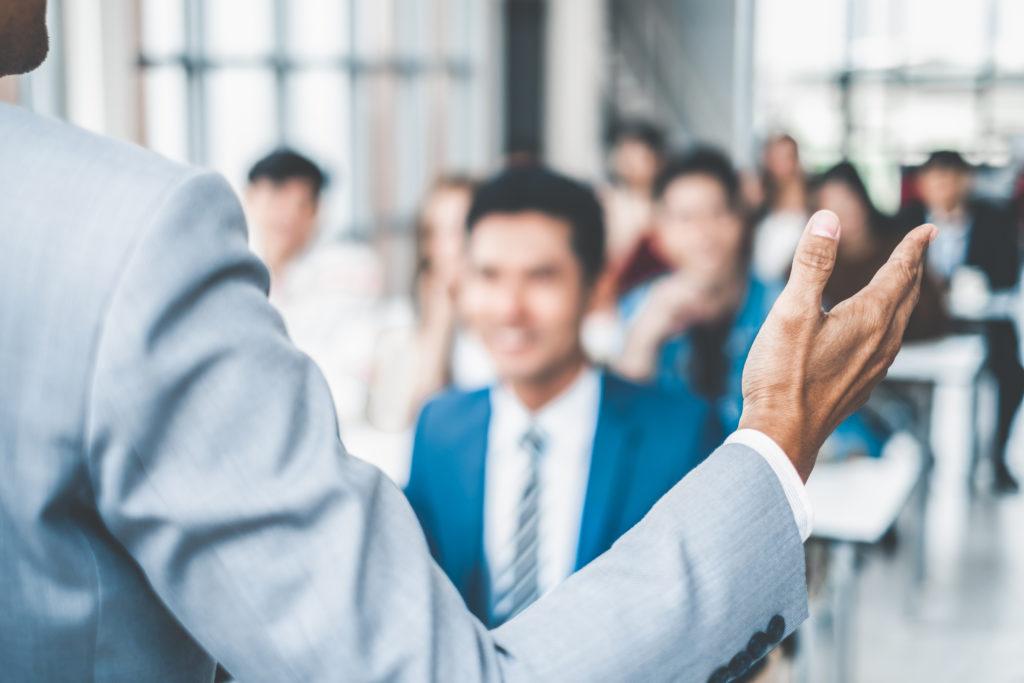 ティーチングと違う、ビジネスで行うべきコーチングとは?