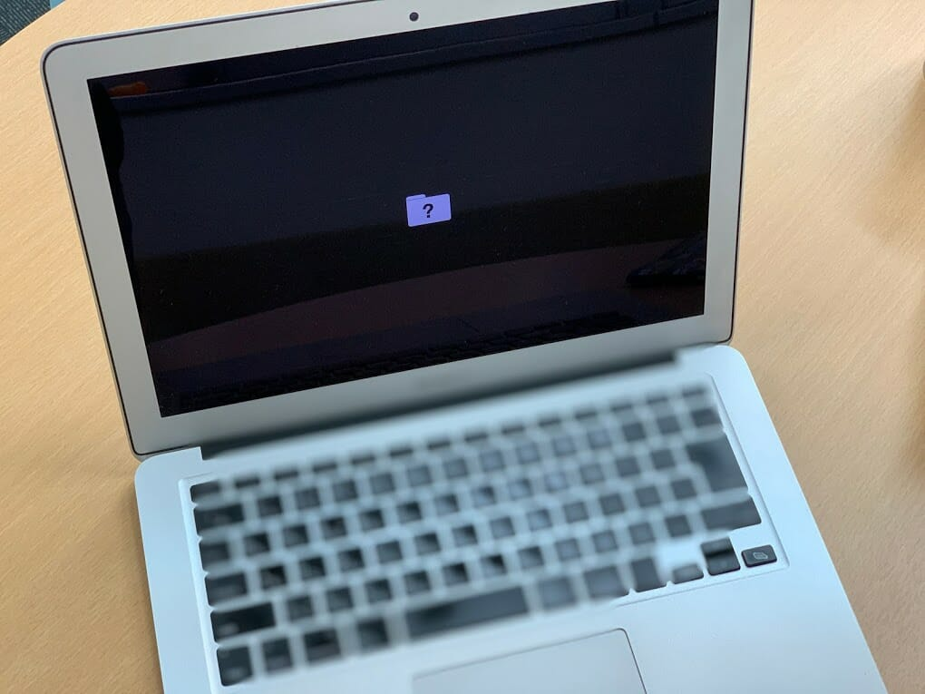 Macbook Airにクエスチョンマーク付きフォルダが表示され6万強の見積されたけれども2万弱で修理のみならず自力アップグレードしてみた話